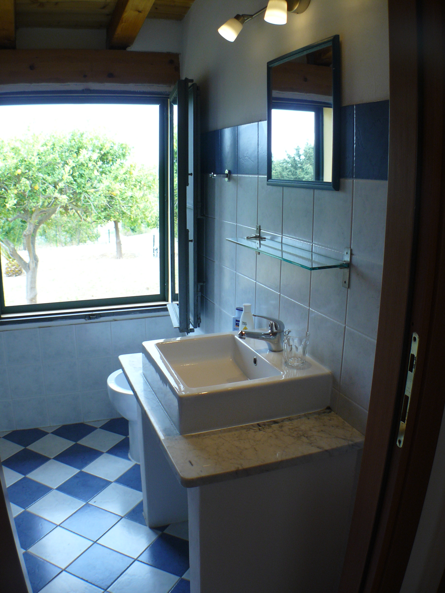CASA-ELORINA_bathroom-n-2