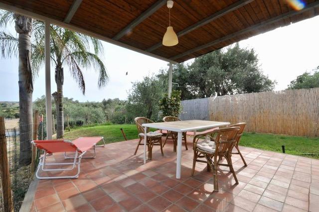 Casa Vendicari: veranda e giardino privato